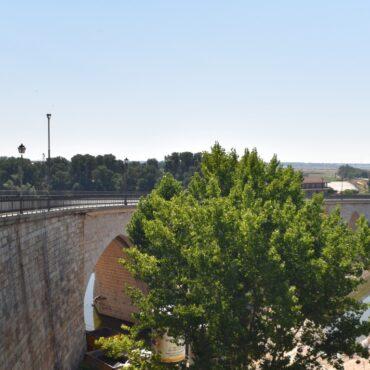 ruta-del-vino-de-toro-enoturismo-en-castilla-y-leon-turismo-tordesillas-puente-de-piedra-1