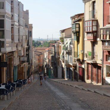 ruta-del-vino-de-toro-enoturismo-en-zamora-rutas-del-vino-en-castilla-y-leon-zamora-calle-balboraz-7
